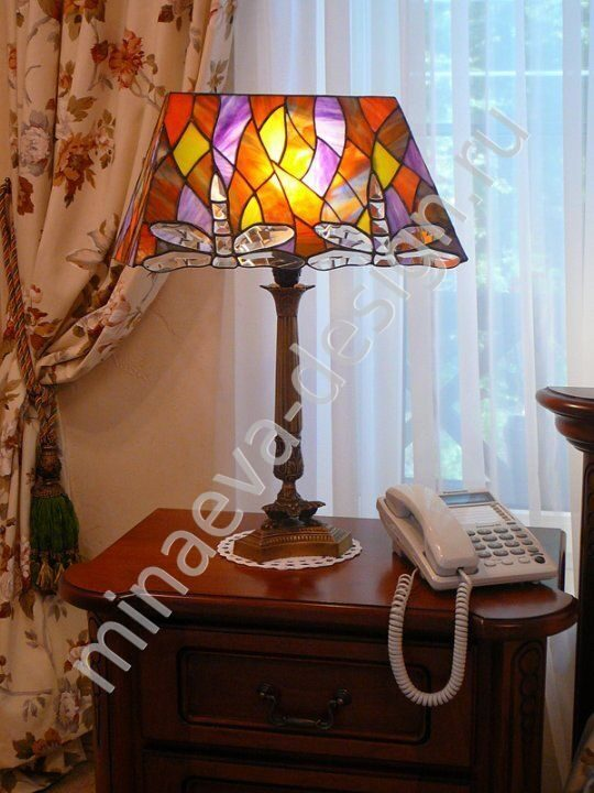 Tiffany style table lamp - L32